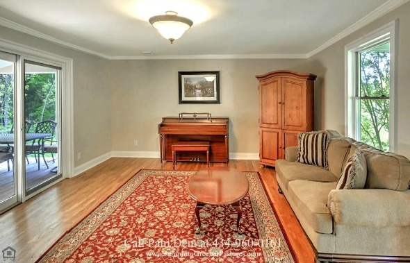Central VA Country Properties for Sale - This Free Union country home delivers comfort and convenience with the various sitting rooms spread throughout the house.