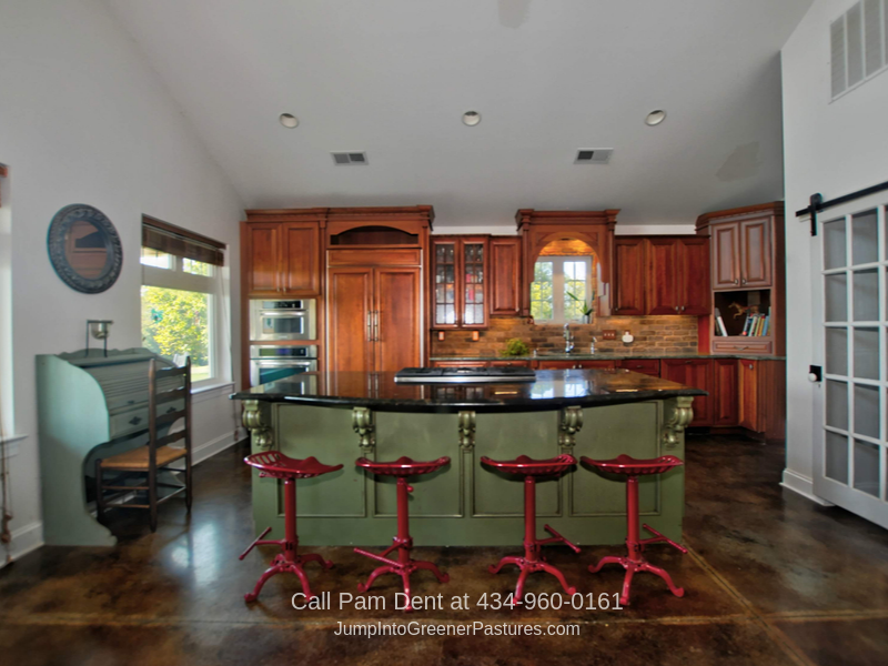Virginia Equestrian Properties - Enjoy easy entertaining in the impressive kitchen of this Virginia horse farm.