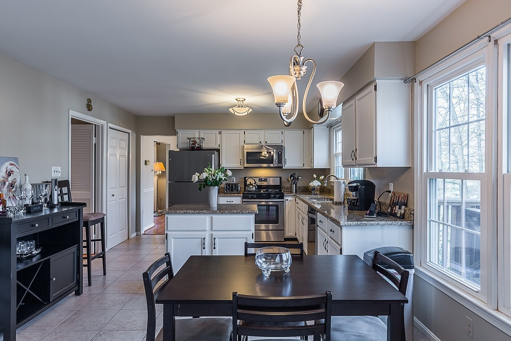 Updated home for sale in Lynnwood Section of Lake Ridge