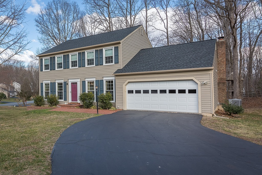 Just Listed In Lynnwood Lake Ridge VA 22192 Single Family Home under $525,000