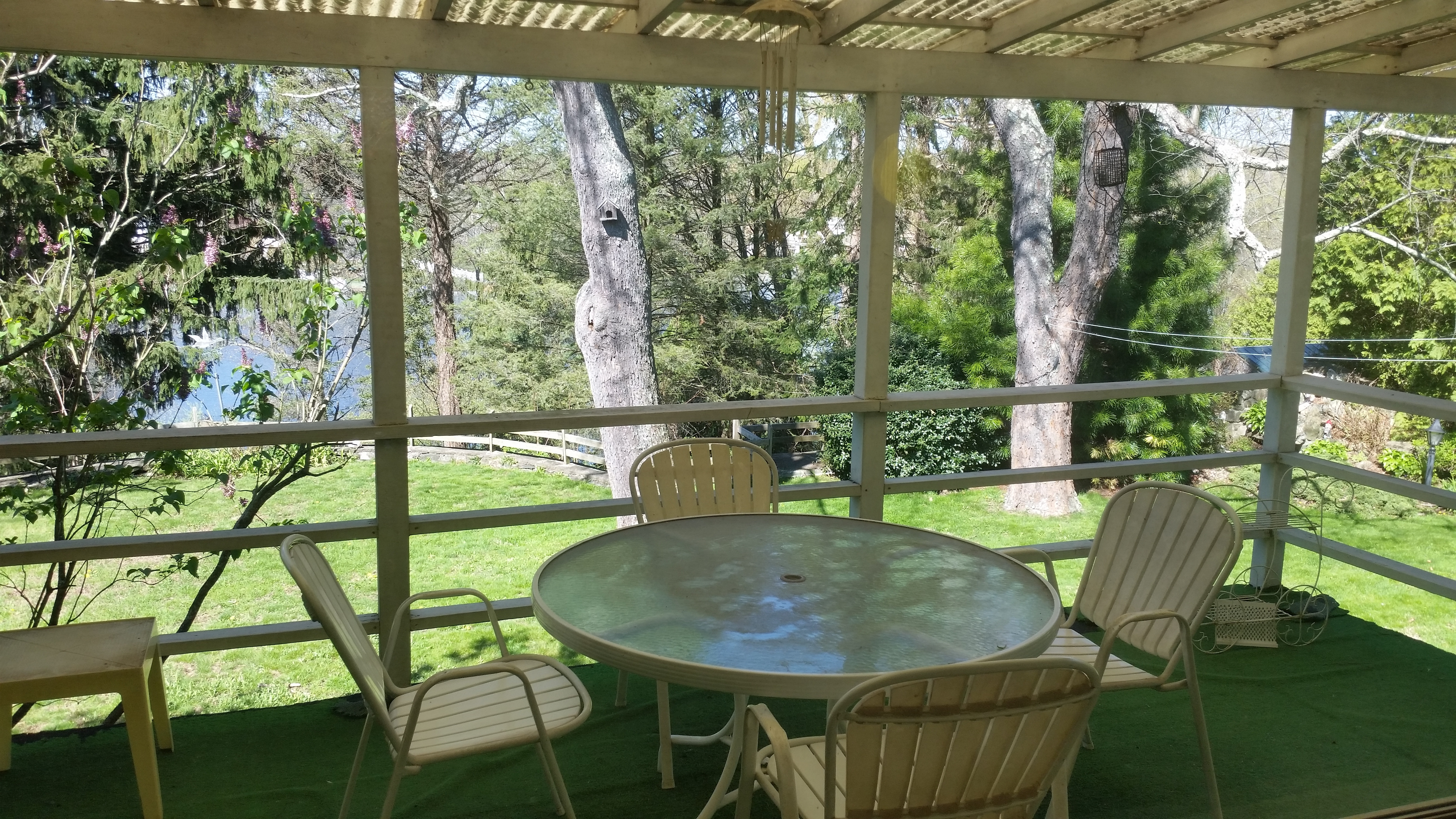 tucked away on a quiet culdesac 2br ranch on the water