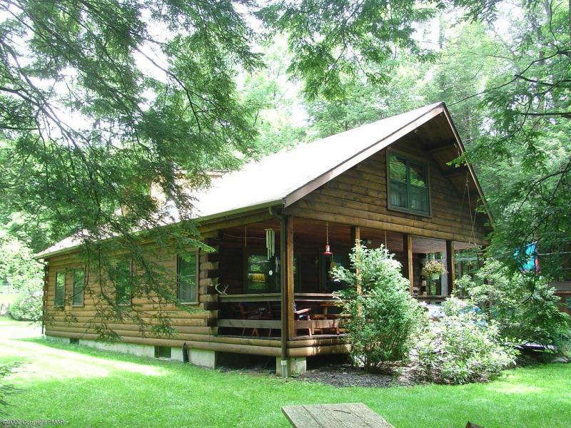 Log homes in the poconos for Pocono home builders