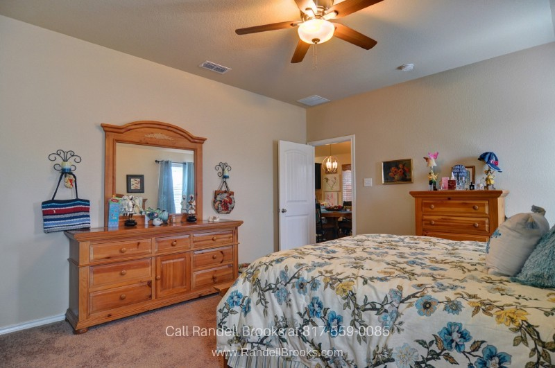 Fort Worth TX Homes for Sale - Restful nights await you in the charming bedrooms of this Fort Worth home for sale.