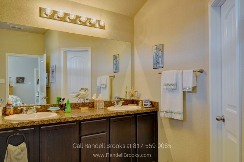 Fort Worth TX Homes - Nothing ends the day better than a relaxing shower in the master bathroom of this Fort Worth home for sale.
