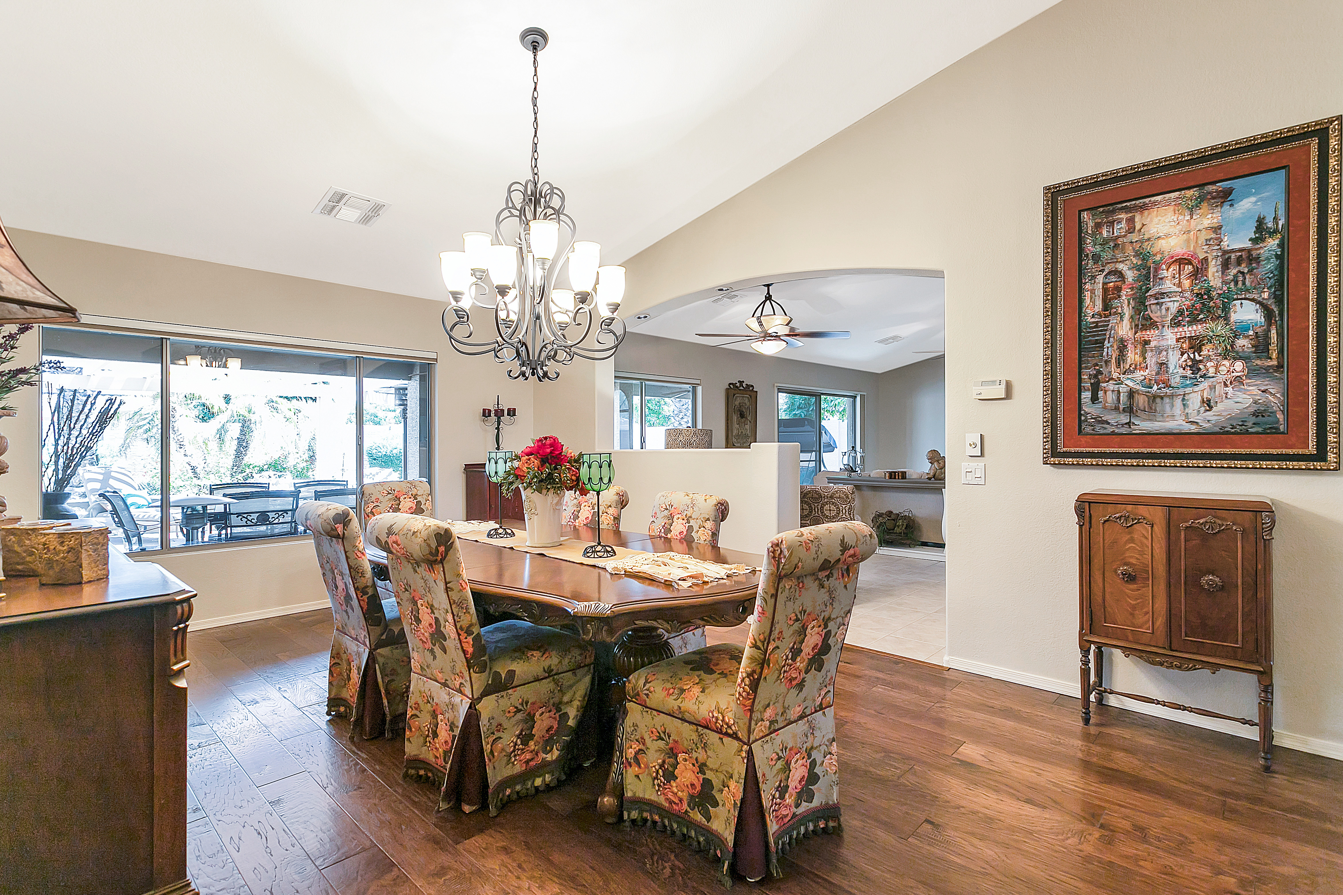 15284 W Piccadilly Rd Dining room
