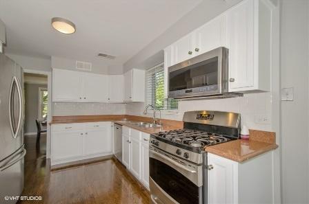 8851 Central Park Evanston kitchen
