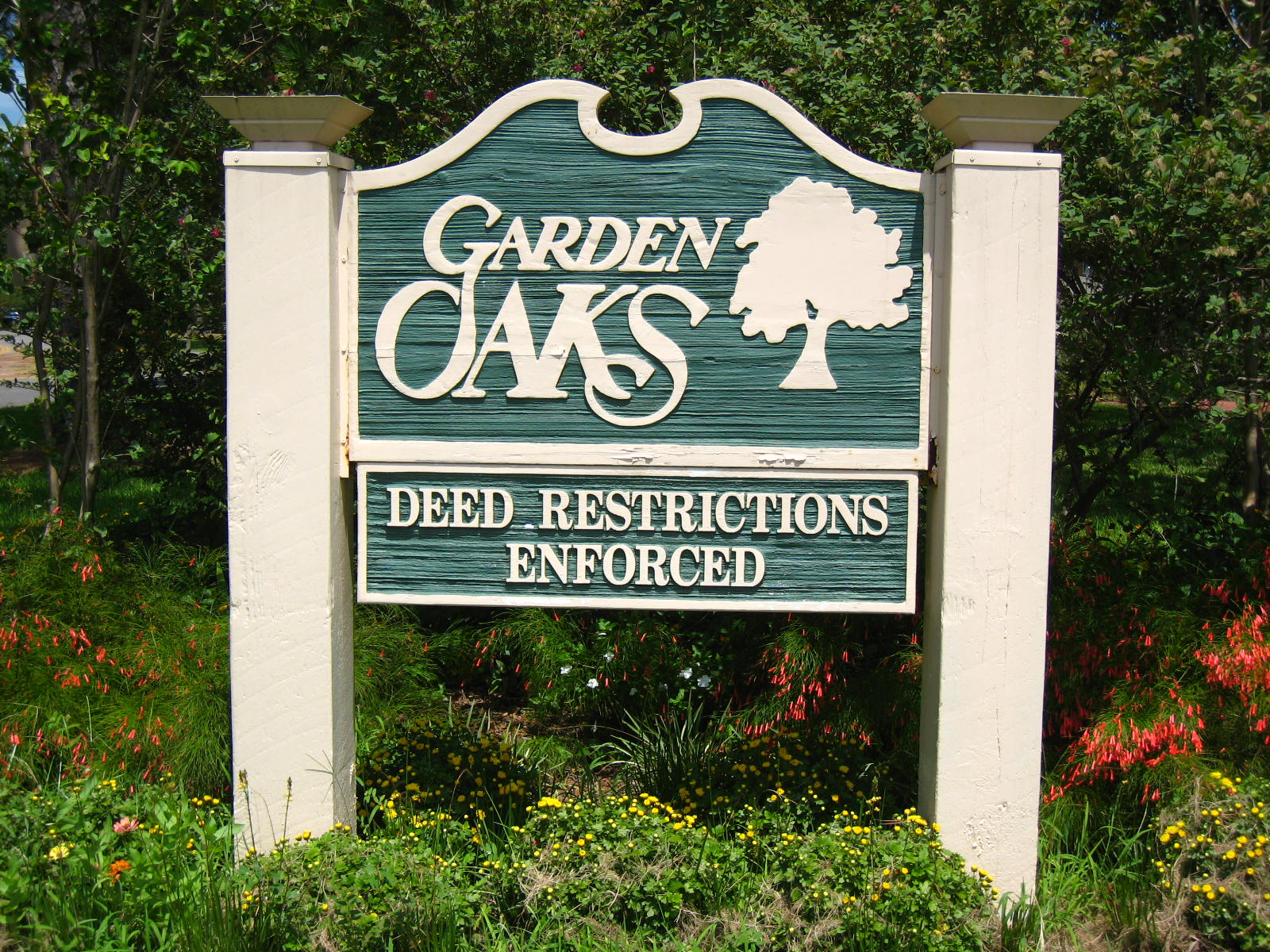 Homes for sale in the garden oaks neighborhood houston tx for Garden oaks pool houston
