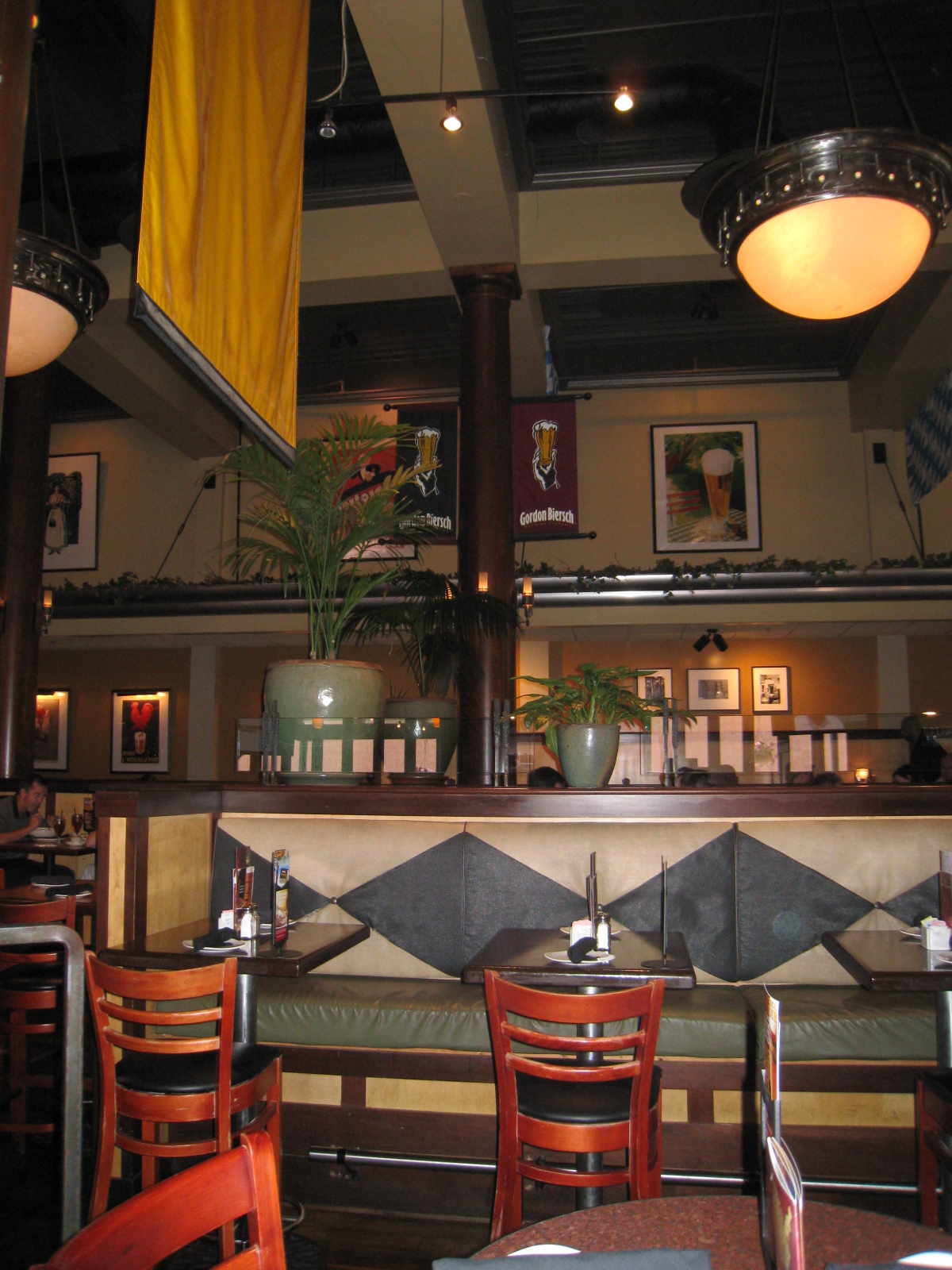 Gordon Biersch Midtown Closing In November - Training table restaurant closing