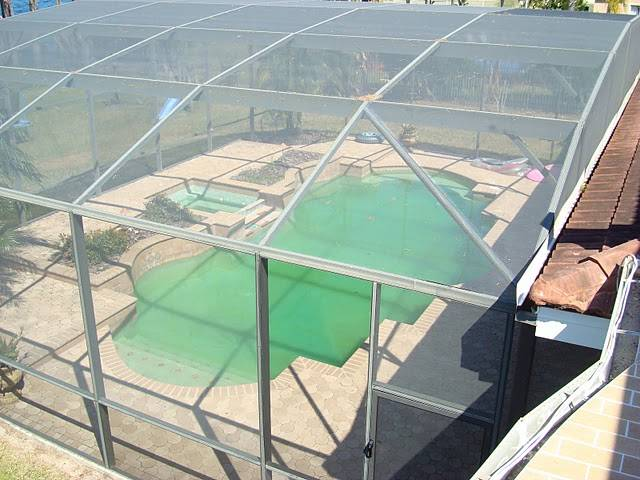 Custom home building tips pool spa enclosure for Custom home building tips