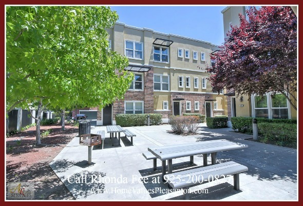 Homes for Sale in Hayward CA - Enjoy the convenience of modern living in this Hayward CA condo for sale.