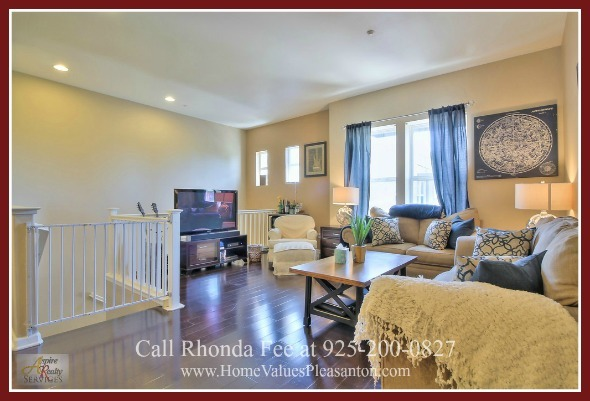 Homes for Sale in Hayward CA - Entertain in style with no worries about cramped space in the spacious living area of this Hayward condo for sale.