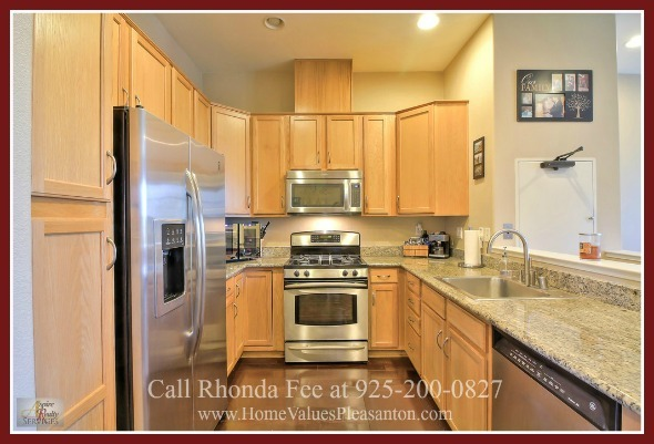Homes in Hayward CA - Show-off your amazing cooking skills in the modern kitchen of this Hayward CA condo for sale.