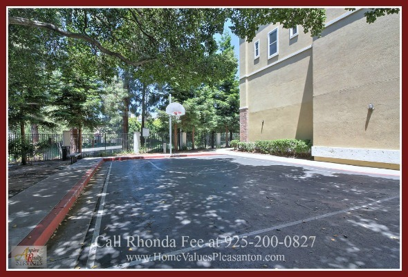 Hayward CA Homes - This condo for sale in Hayward features an open floor plan concept fit for modern living and entertaining.