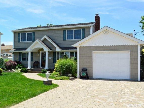 6 bedroom home for sale in nassau shores for Homes with master bedroom on first floor for sale