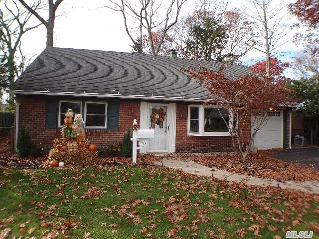 Wantagh Woods Long Island House For Sale