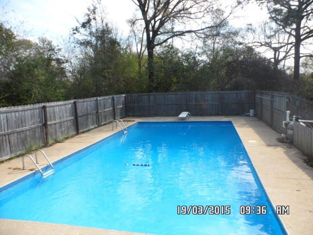 3 Bed 2 Bath Foreclosure For Sale With Pool