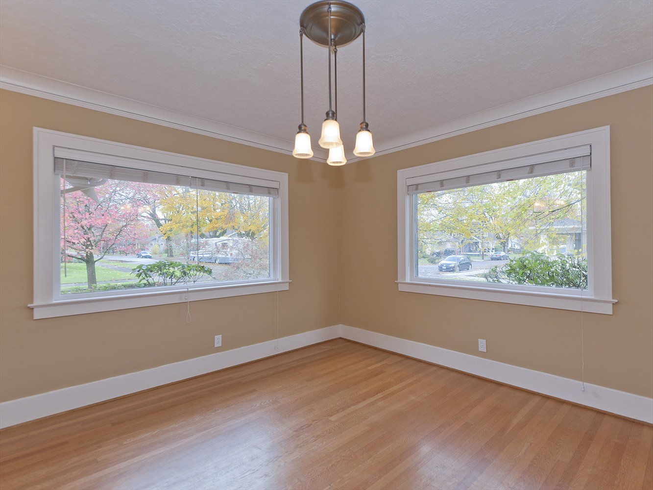 Fresh paint can help sell your portland home faster for Best colors to paint a house to sell