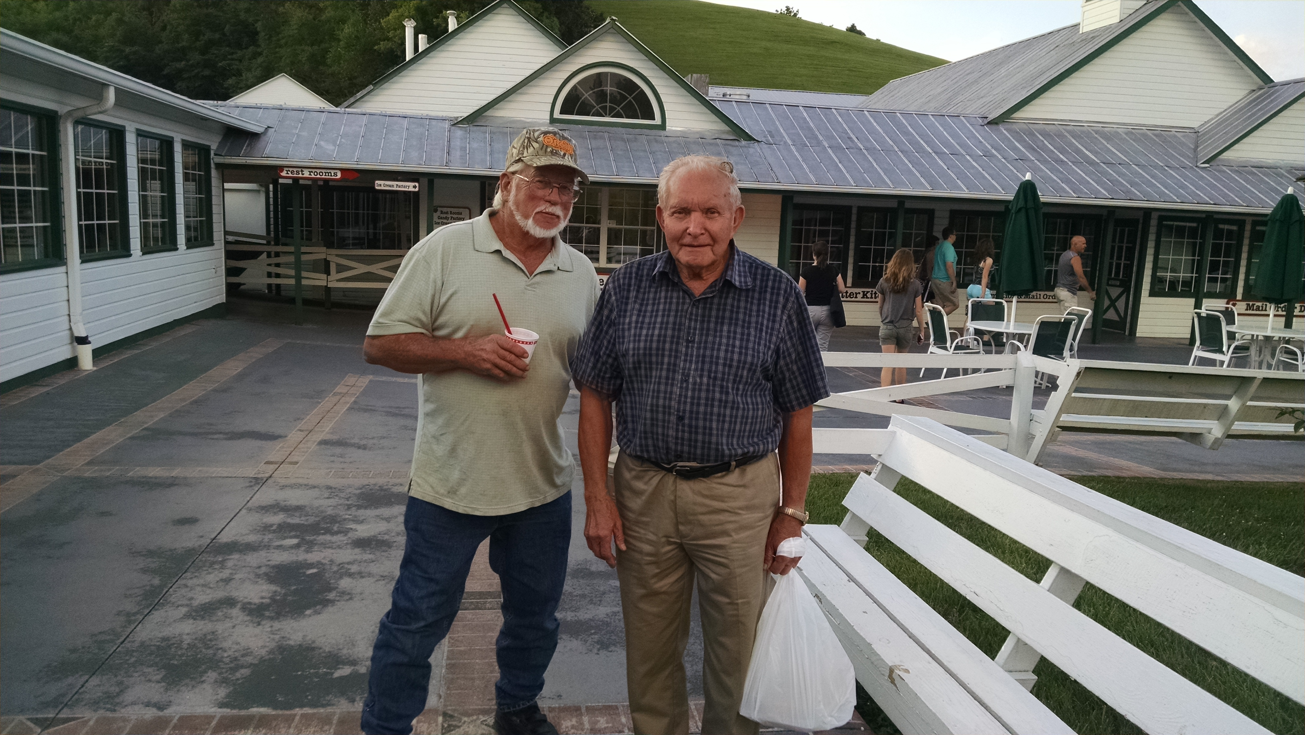 Buzz at the Apple Barn in Sevierville