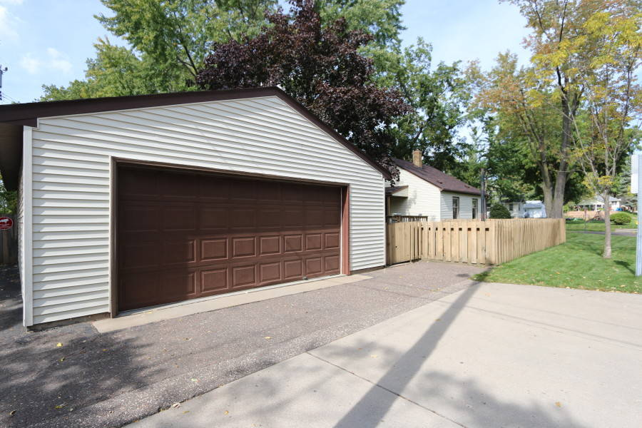 Huge 4-car garage at 2078 Fremont Avenue, St. Paul, MN