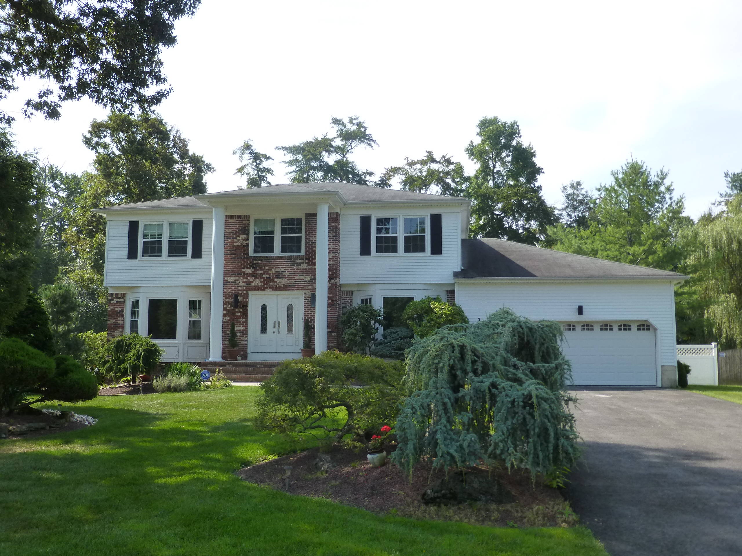 Just sold 5 bedroom colonial manalapan nj 07726 for Kitchen cabinets 07726