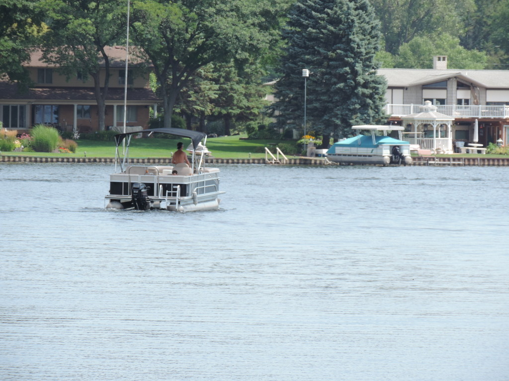 Boating on Lake Sherwood in Commerce MI