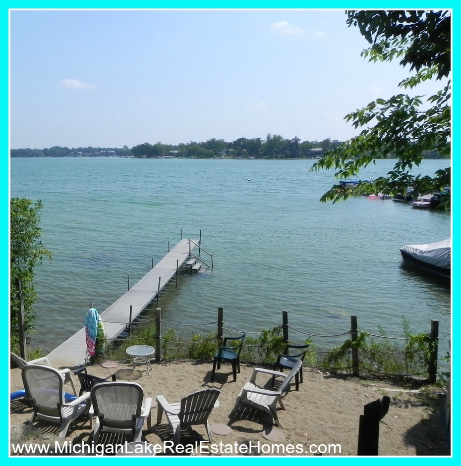 Oakland County Lake Homes for Sale- Relax with the heavenly combination of fresh water and woodsy scents when you live here at Oakland County.