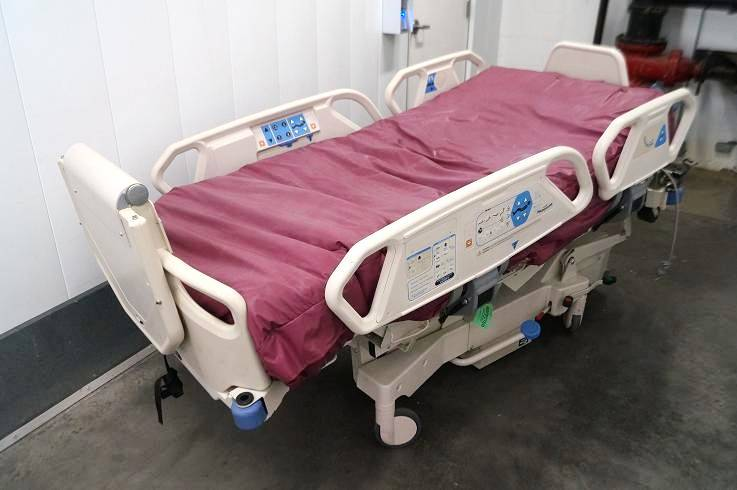 Auto patient turning mattress system also prevents bed sores