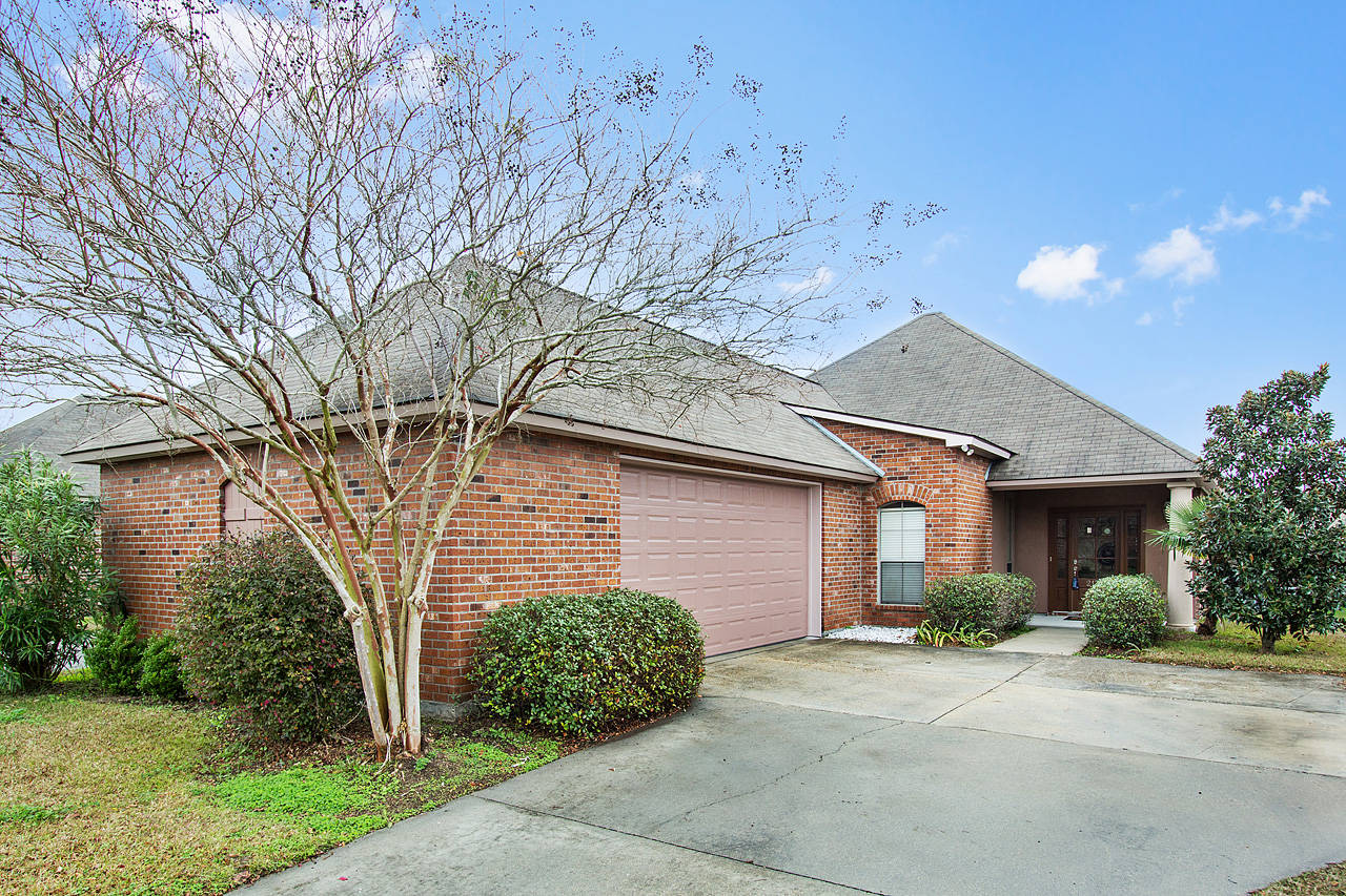Homes in springlake at bluebonnet baton rouge la for Homes for sale in baton rouge with swimming pools