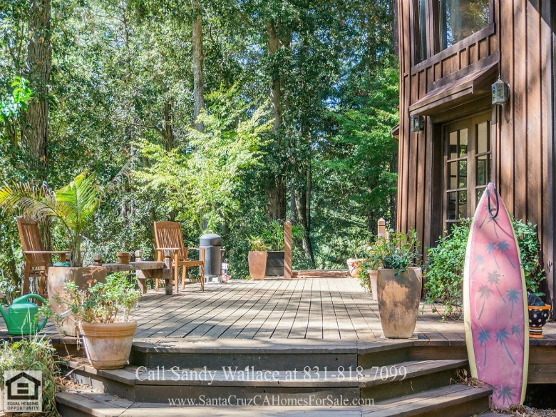 Country Properties for Sale in Santa Cruz CA - Entertaining is easy in the stunning living area of this Santa Cruz CA country property.