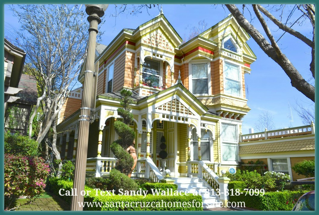The town of Santa Cruz, the downtown area is rich in history and the homes here show it.