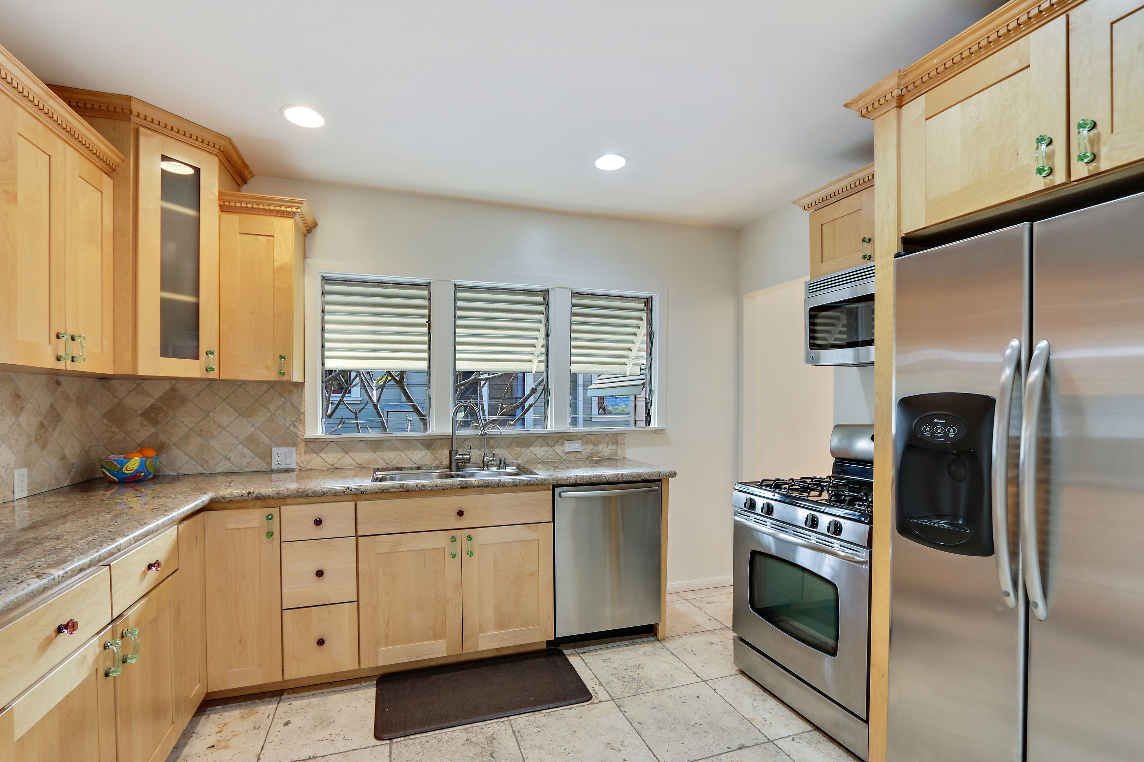 Just sold 318 wisconsin avenue long beach ca for Kitchen cabinets 90808