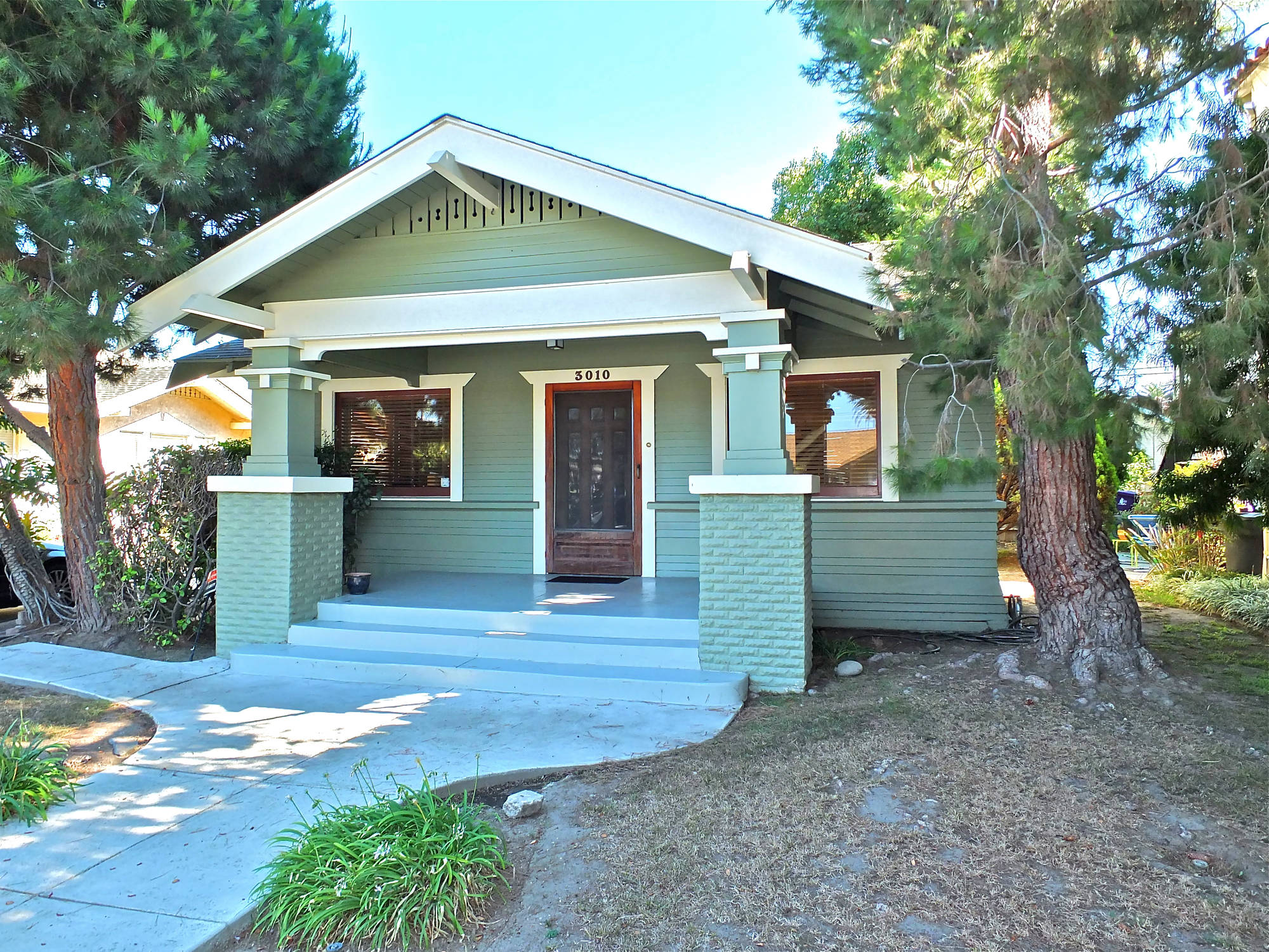 3010 E 5th Street Long Beach Rose Park South Neighborhood Envision Yourself In A Classic Craftsman Bungalow