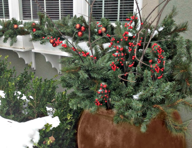 Reduce The Stress Of Holiday Decorating Keep It Simpl