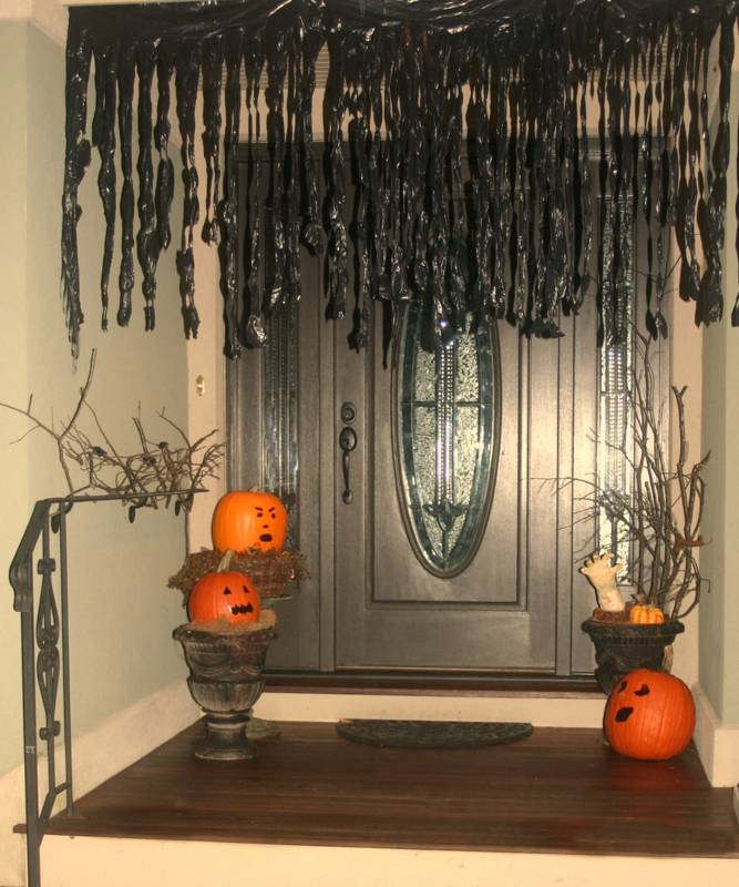 How To Make A Spooky Hand & Other Simple Halloween Deco