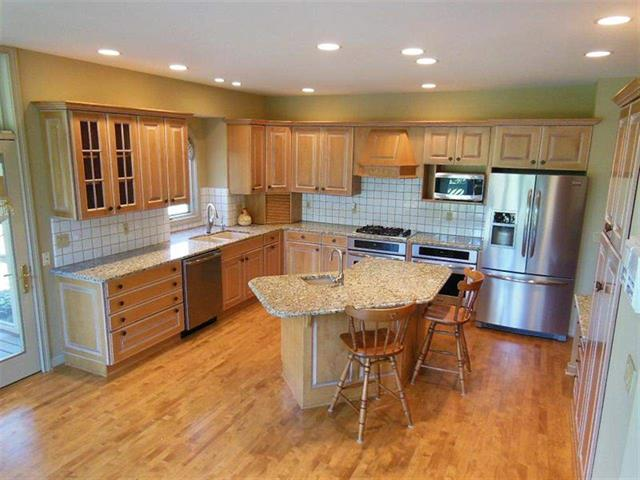 West Lafayette 4 bedroom home for sale minutes to Purdue with granite counters in kitchen