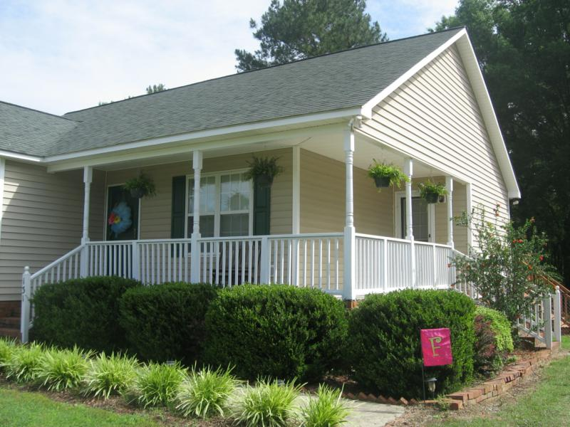 http://www.trianglenchomesales.com/listings/areas/7469/subdivision/Ellington+Estates/propertytype/SINGLE,CONDO,MULTI,LAND,FARM,INCOME,COM/listingtype/Resale+New,Foreclosure+Bank+Owned,Short+Sale,Auction/