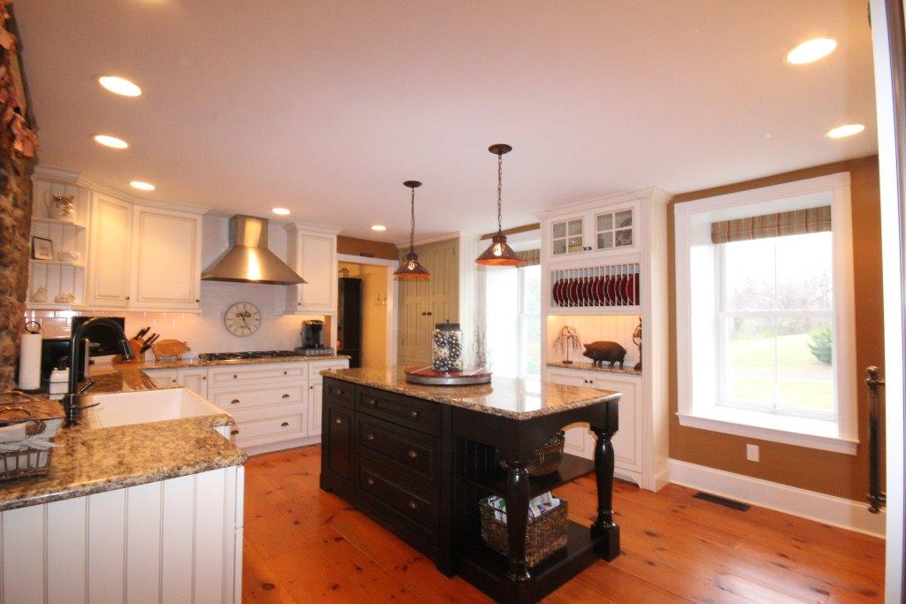 Home staging tips kitchen for Kitchen staging ideas