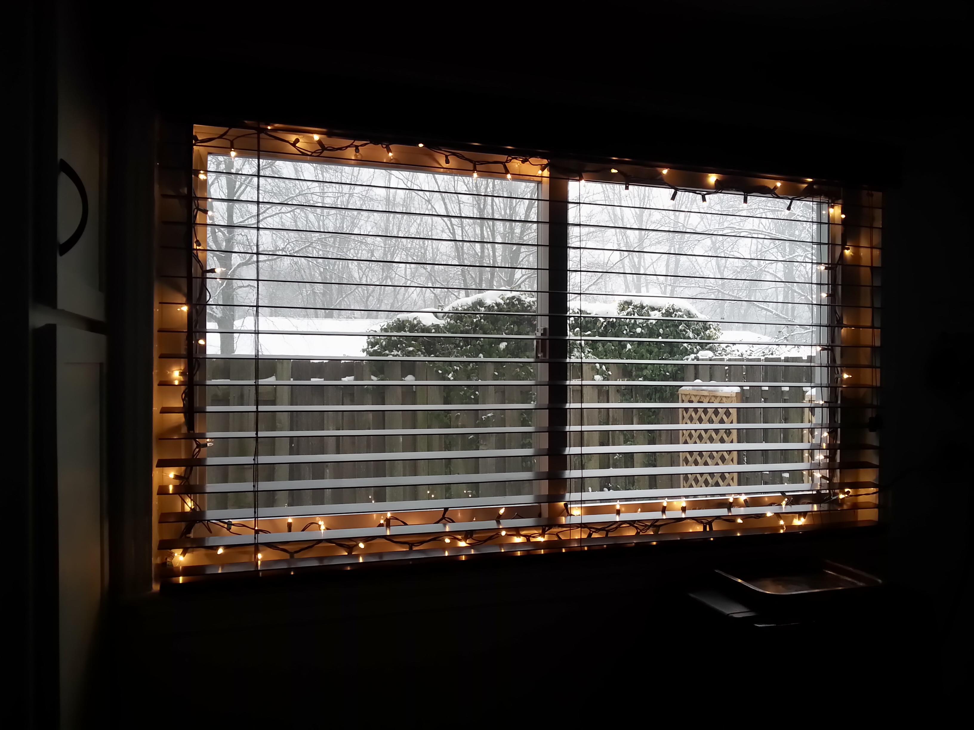 the easy way to hang christmas lights