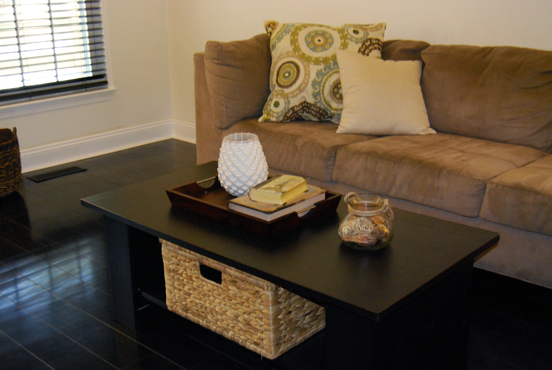 Home Staging Tips How To Contain Clutter