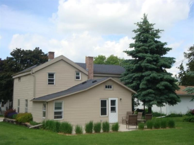 http://www.laurabaker.firstweber.com/homes/1766942_SCWMLS-324_W_Polk_St-Waterloo-WI-53594-1341