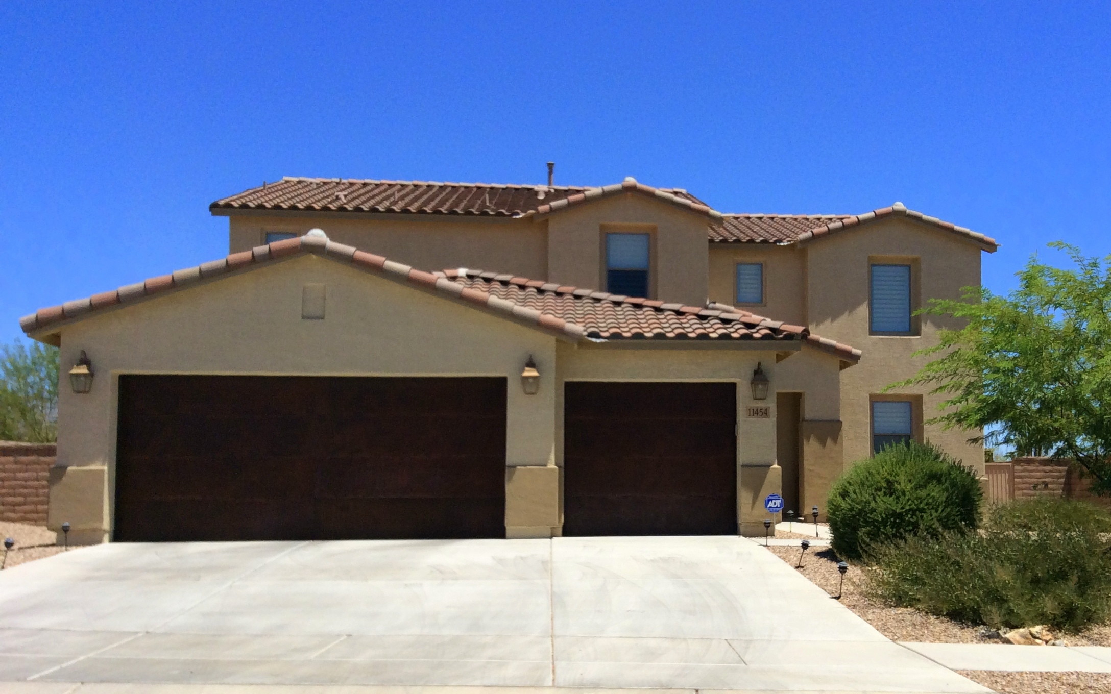 Big homes for sale under 400 000 in tucson and marana for Large photos for sale