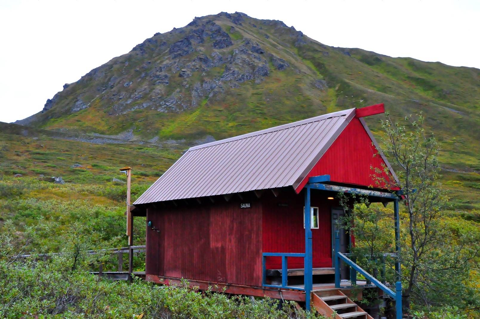 Red cabins at hatchers pass robert alaska bob swetz for Alaska cottage
