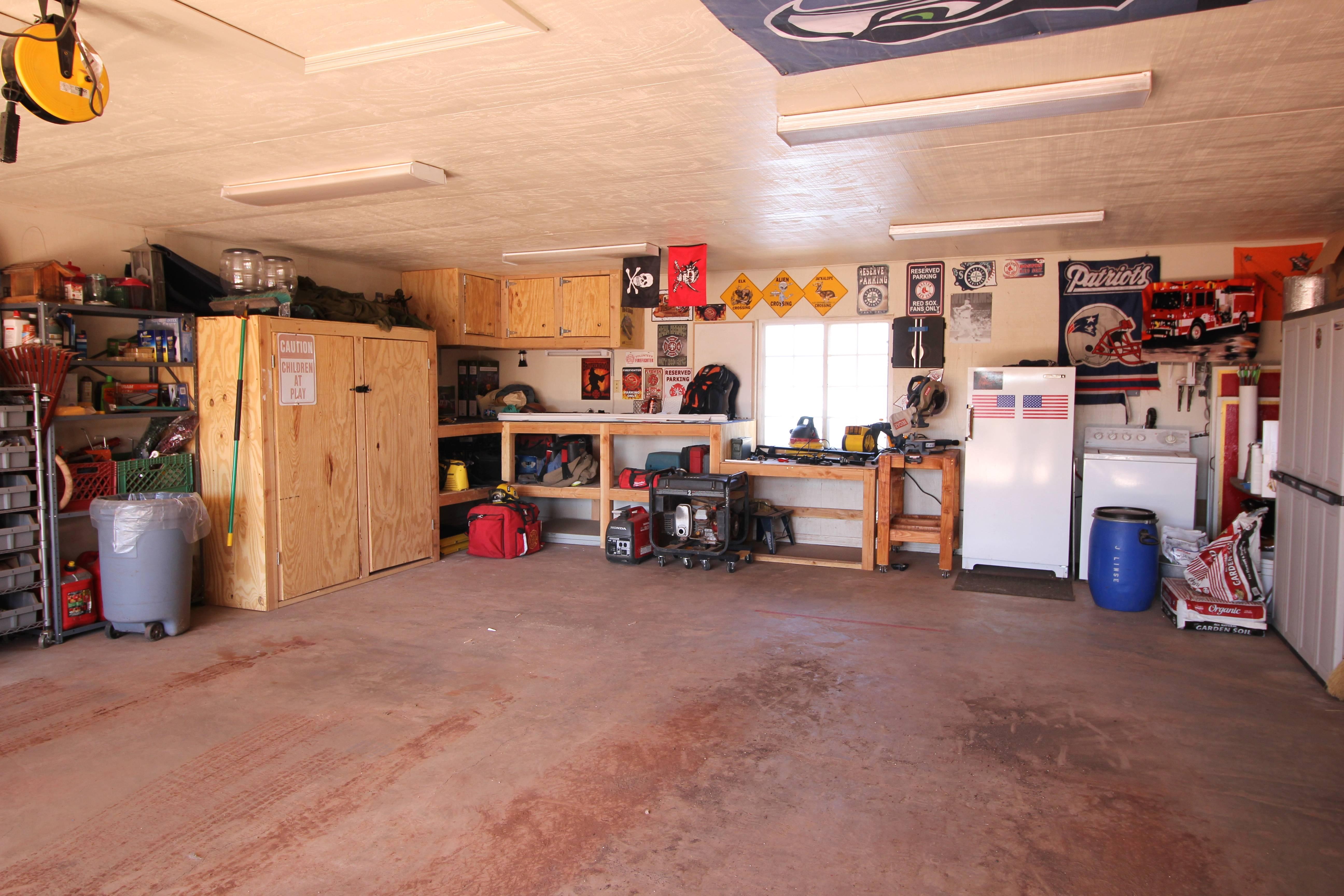 3 bedroom split floor plan home in williams with 2 car for Garage bedroom