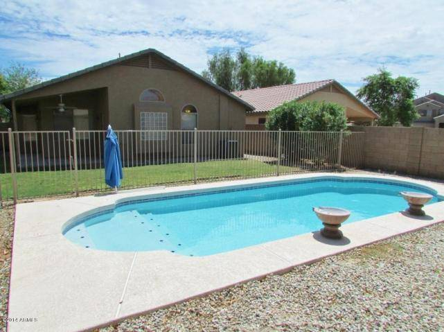 Homes with Pools in Maricopa AZ