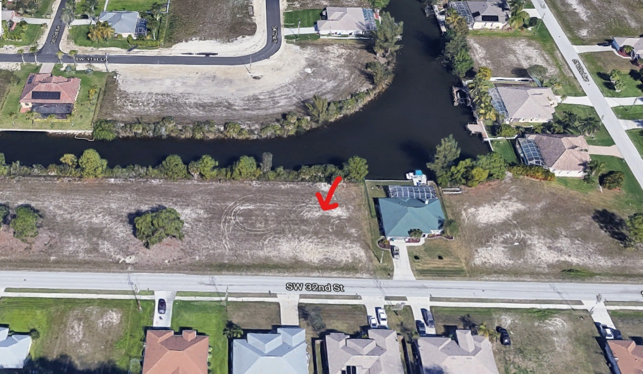 Gulf Access lot for sale in Cape Coral