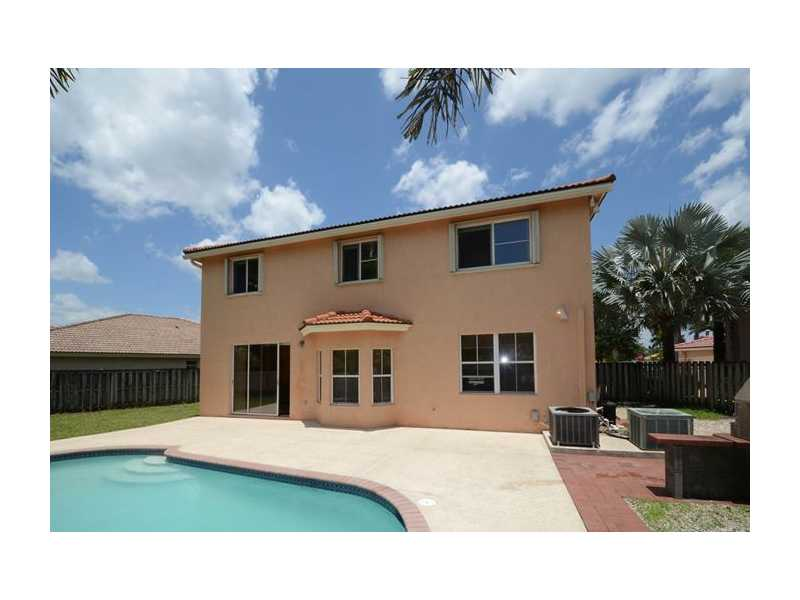 5 Bedroom 3 Bath Two Story Pool Home For Sale In Poinciana