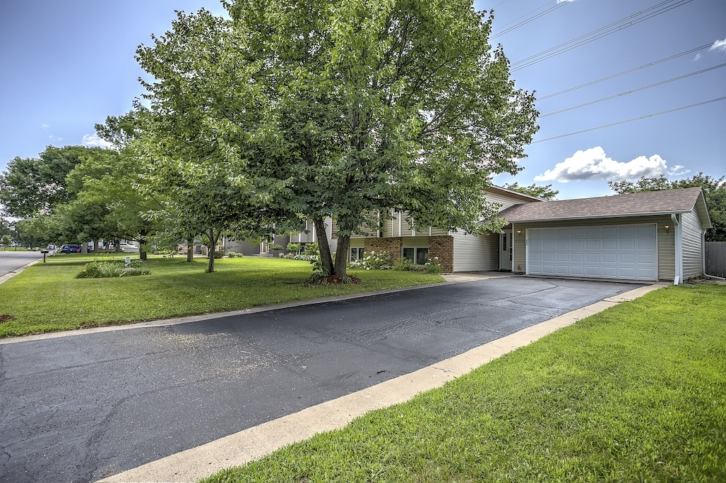 2705 94th Way Brooklyn Park