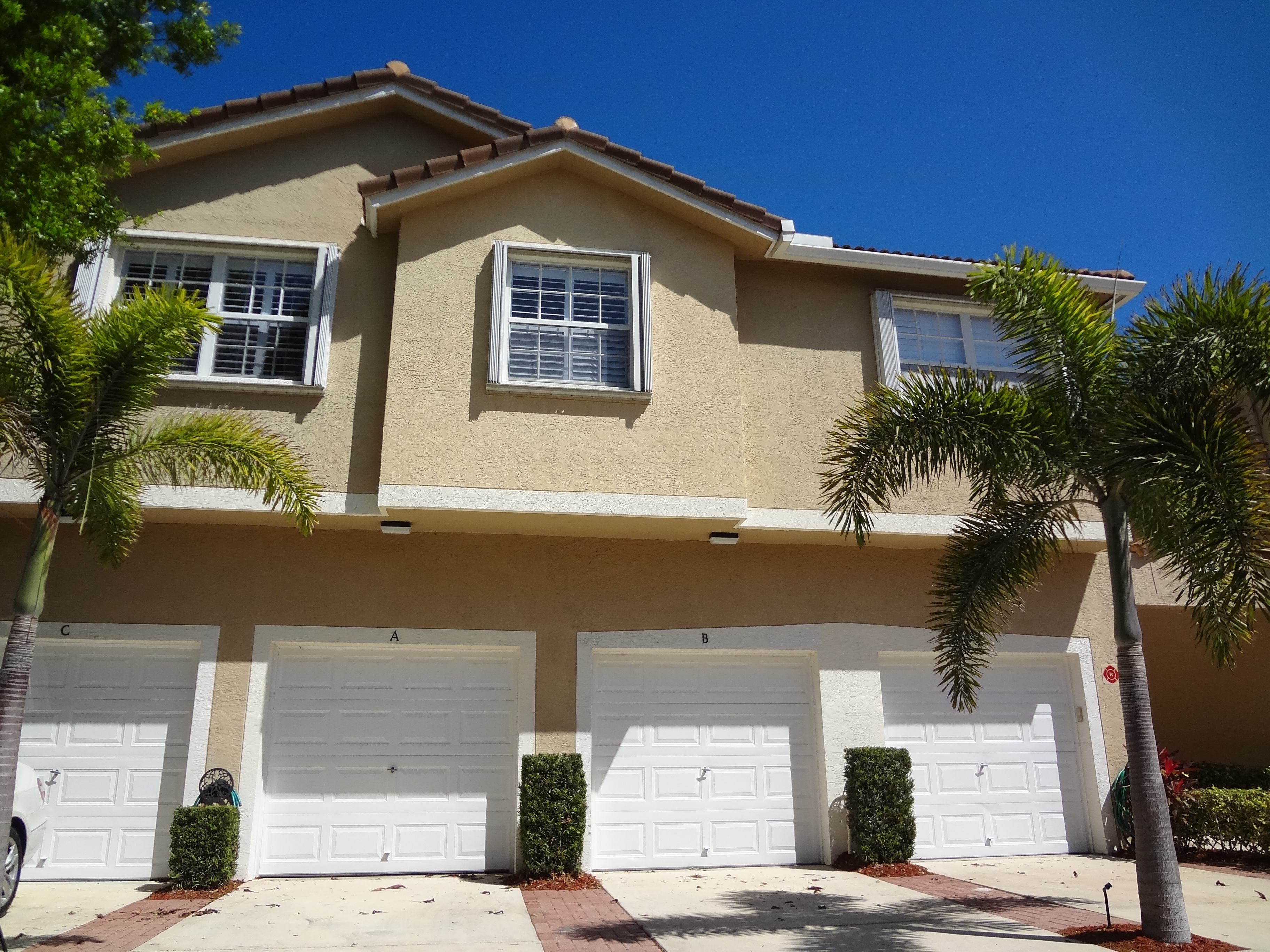 Lighthouse Cove Condos with garages in Tequesta