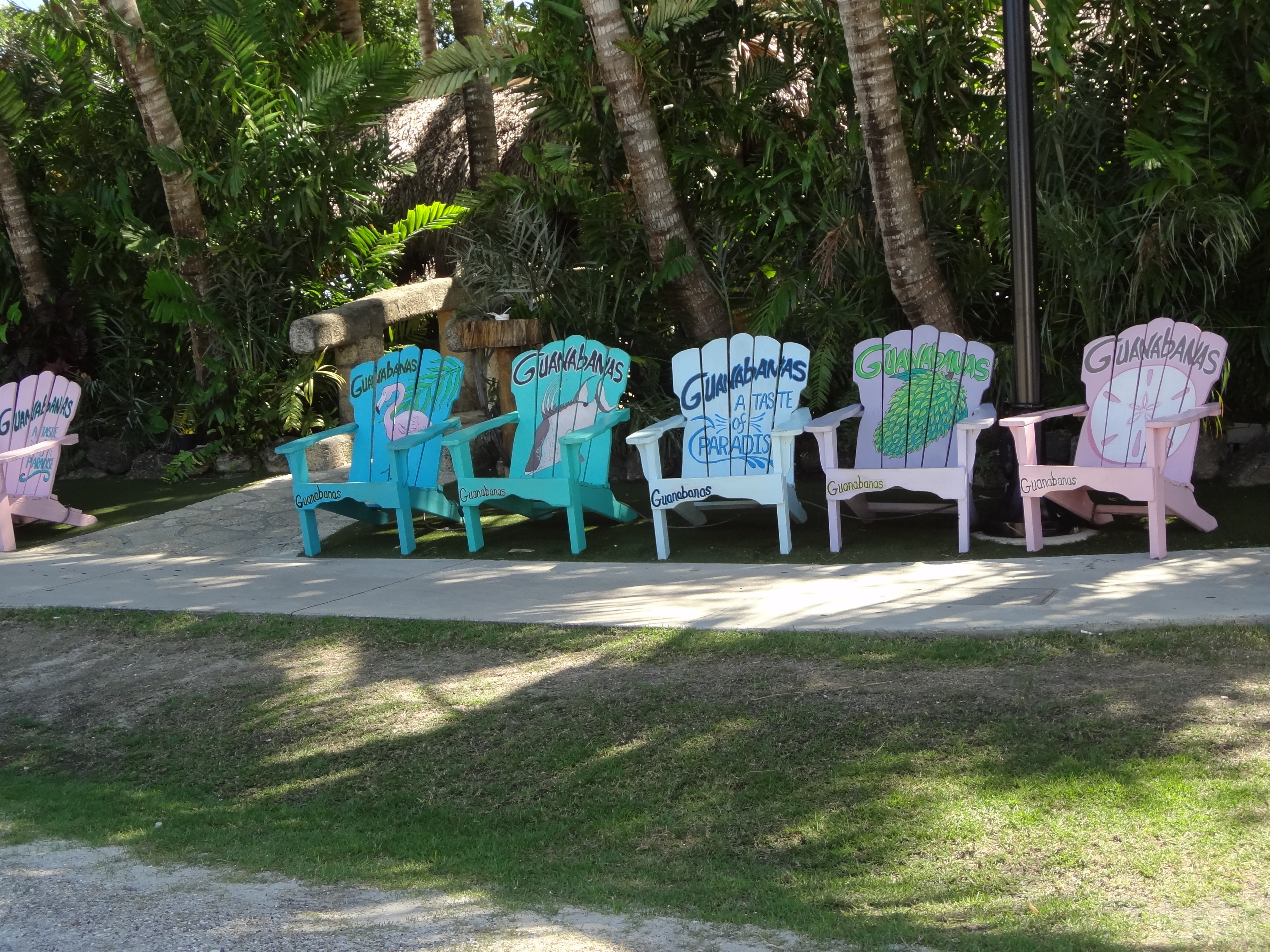Guanabana's street side waiting area, Jupiter FL