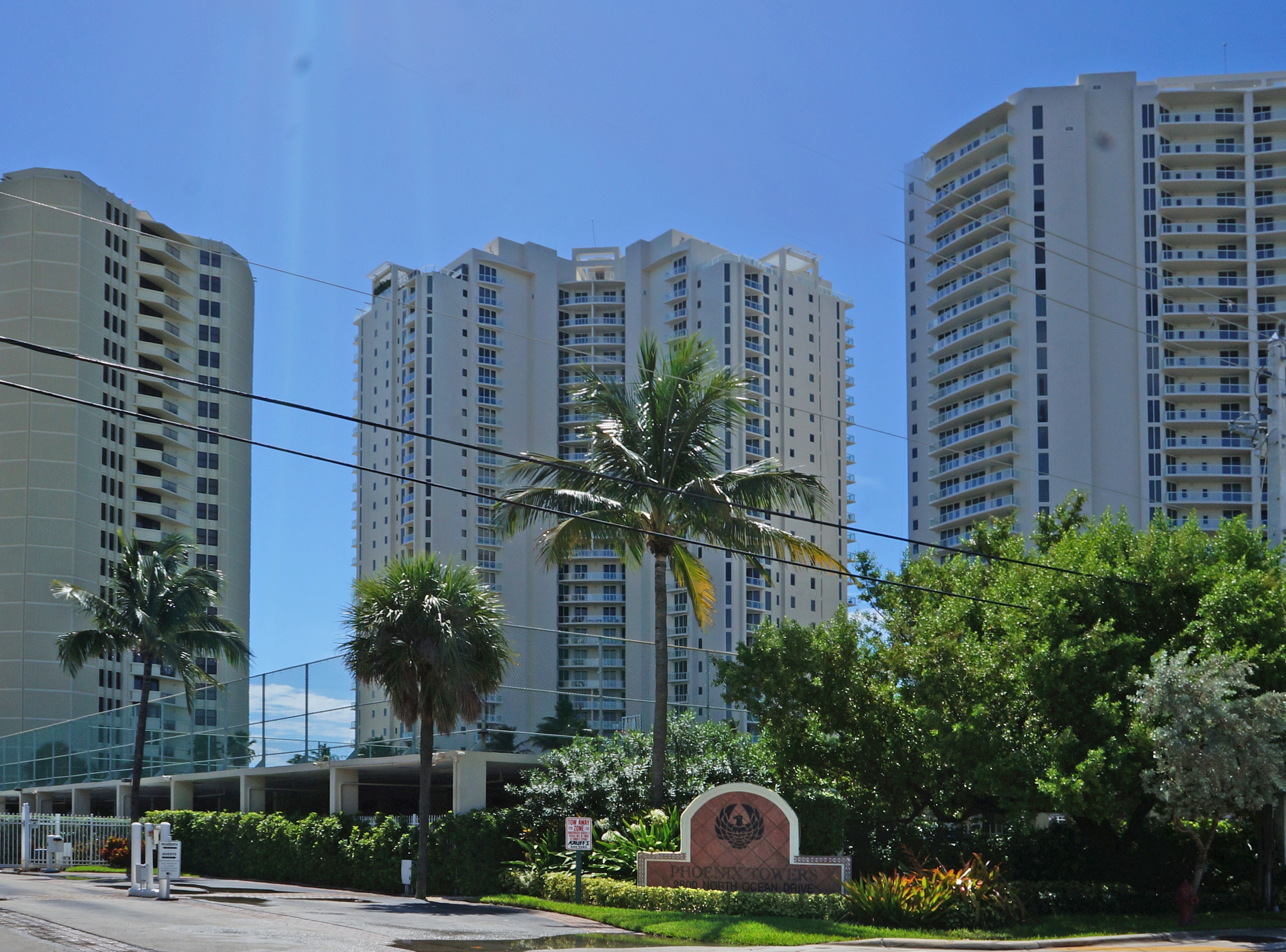Phoenix Towers - Singer Island Luxury Oceanfront Condos in Florida